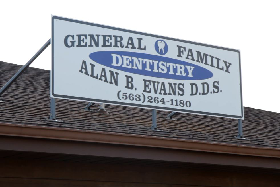Dental, Teeth Whitening, Veneers, Dentures in Muscatine, IA | Alan B. Evans, DDS, PC